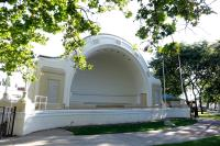 McLaughlin Bandshell in Memorial Park Oshawa (L17217)